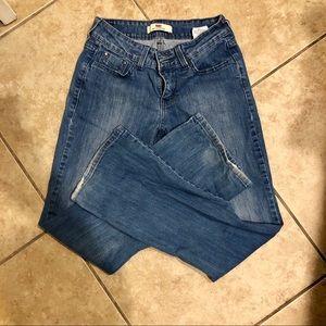 Adorable Levi flare jeans